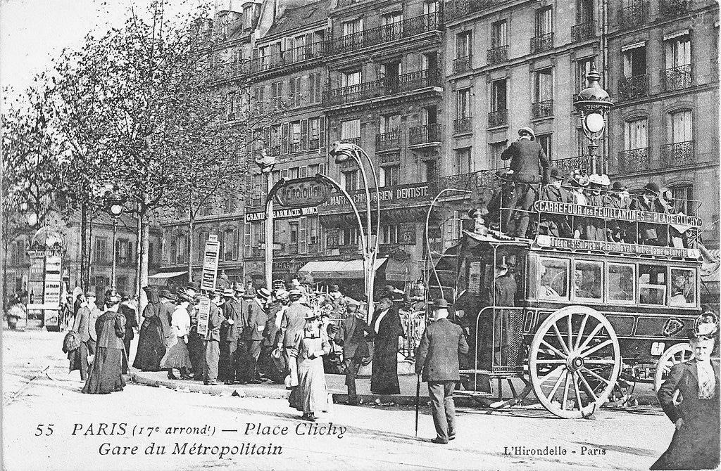 La Batignollaise, place de Clichy. Elle véhiculait les Parisiens en quête de détente vers l'avenue de Clichy.