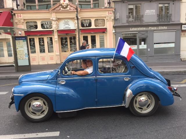 la traversée de Paris avec un 4CV