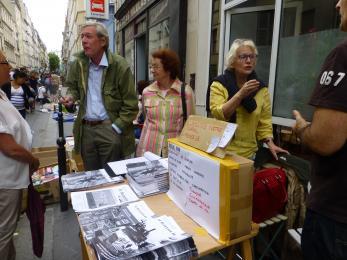 La participation joyeuse de déCLIC à la foire aux livres de la rue Davy